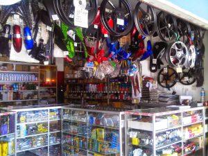 インドネシアのバイクショップ