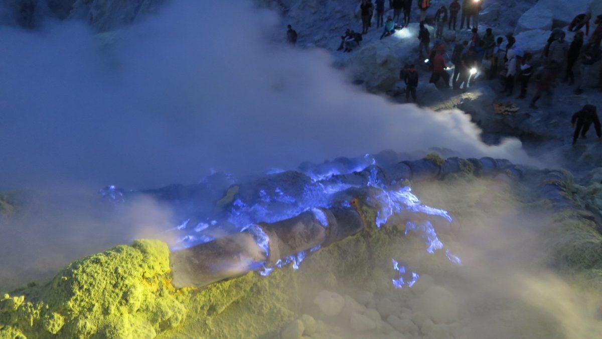 クレイジージャーニーで紹介されたインドネシアの青い溶岩と炎