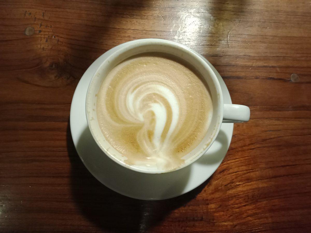 コモド島のお洒落カフェ、美味しいフローレスコーヒーの勧め